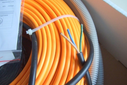 Кабель  WOKS-23-1090 двужильный. Длина кабеля - 48 м. Мощность - 1090 Вт.